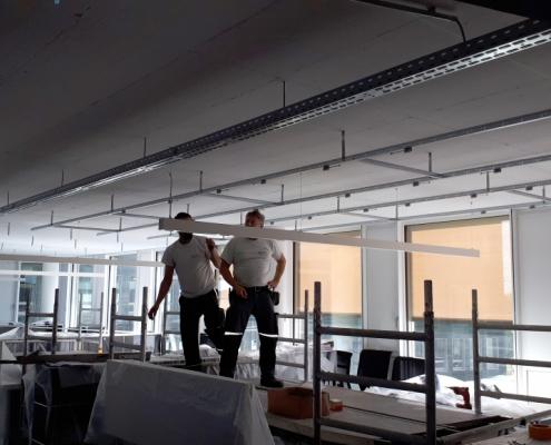 _Akustikdeckensystem__Akustikloesung-fuerThermoaktive-Bauteile_APM_Akustik-Planung-Muenster_Großraumbuero_Buero